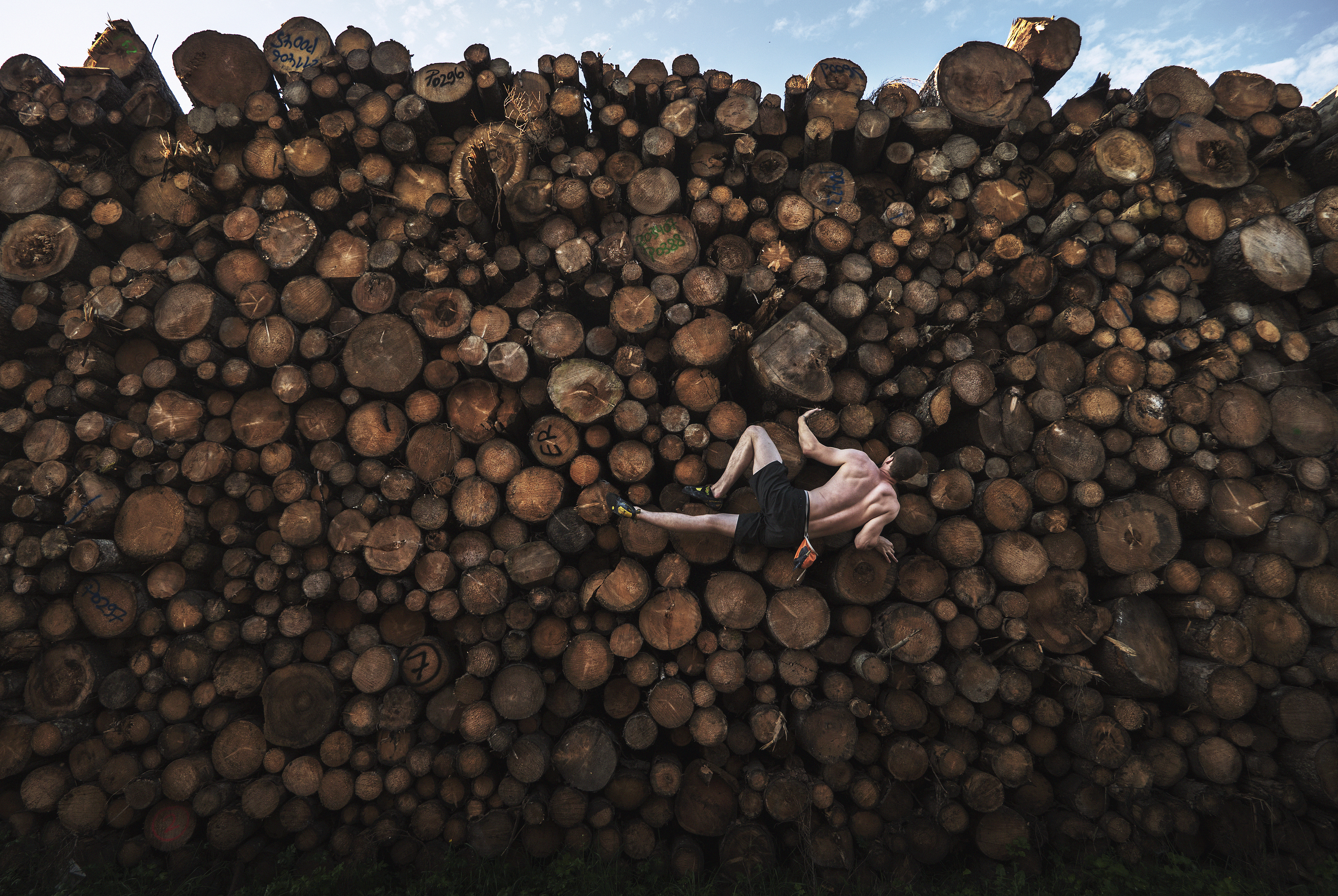 Log Pile Bouldering, Adam Pretty, Getty Images
