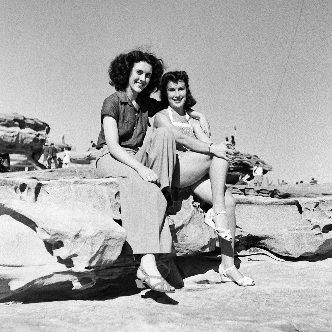 Two women near the obelisk in Ben Buckler park, 19 January 1941. (Digital ID: a2391057)