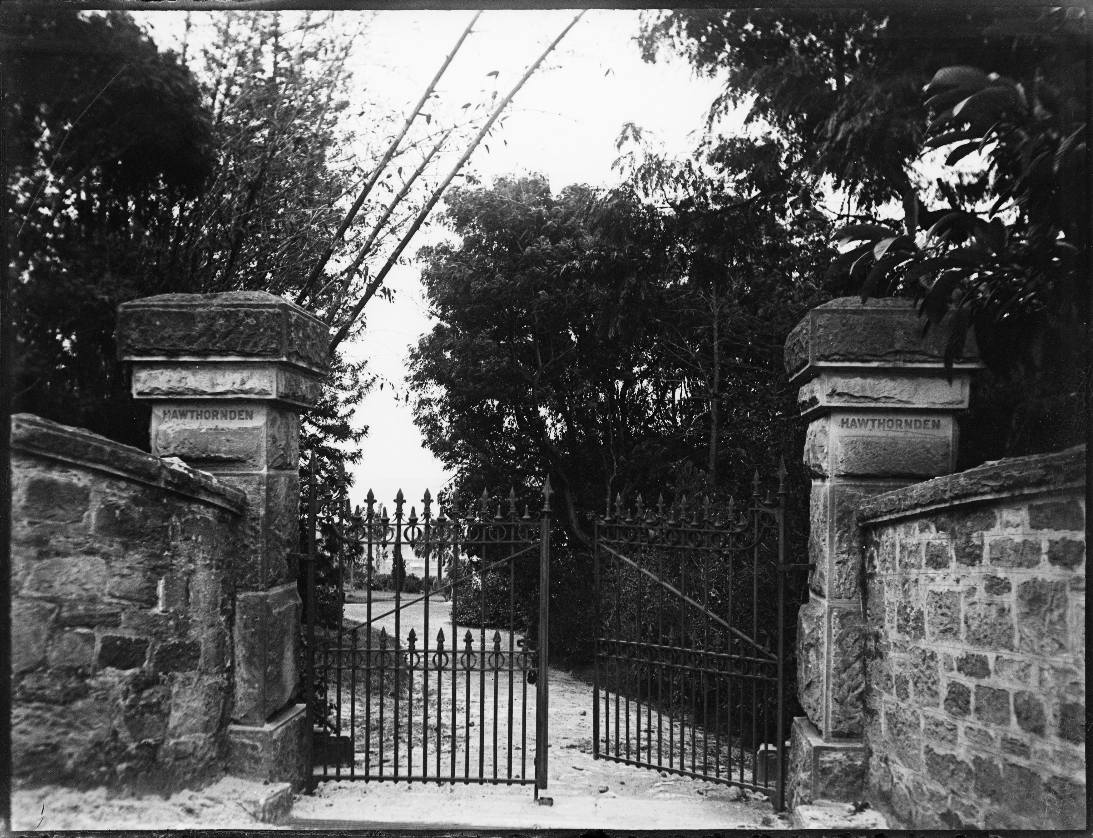 Sandstone entry gates to Hawthornden, 6 Roslyndale Road, Edgecliff