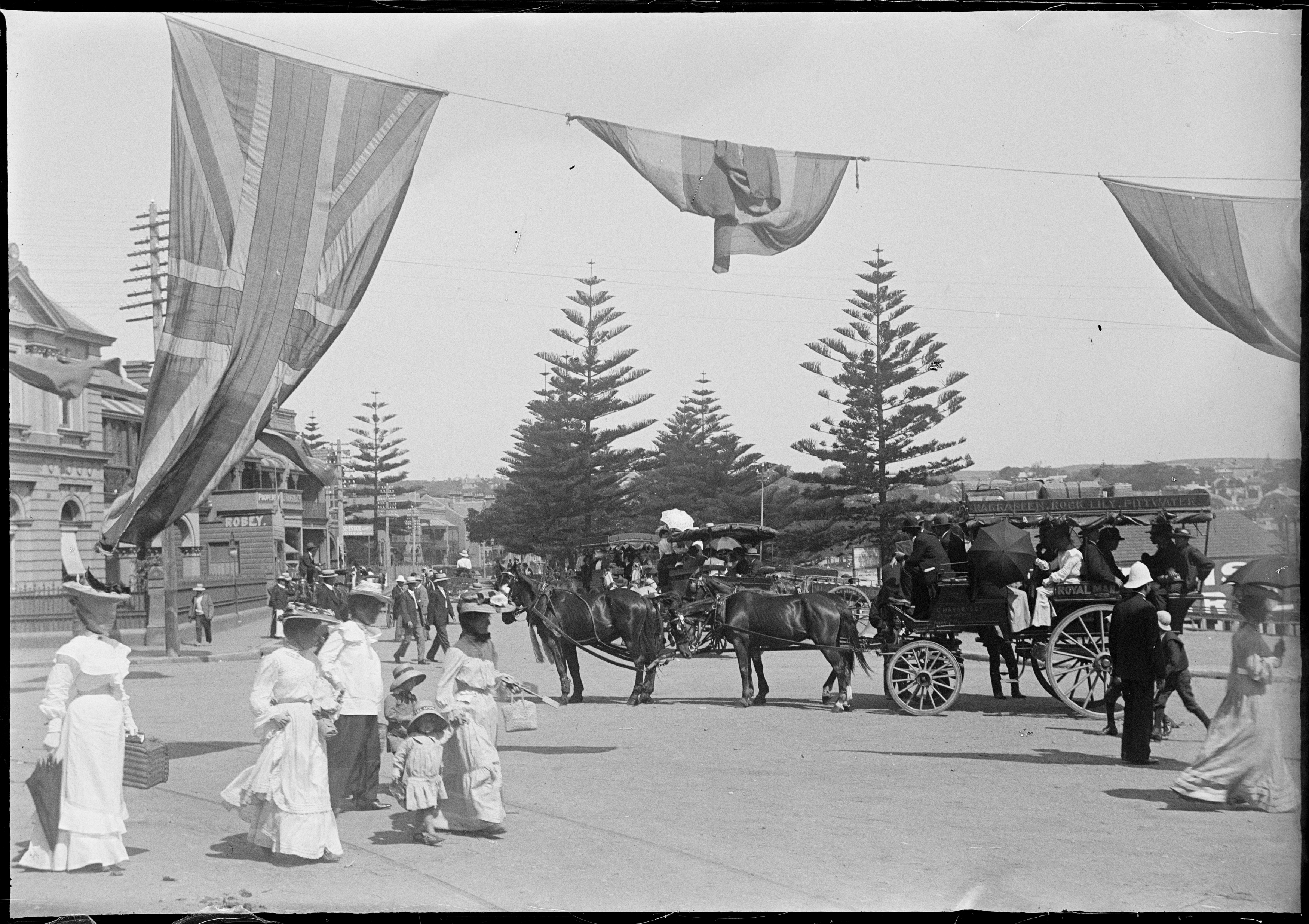 Omnibus to Narrabeen/Rock Lily, with beach goers at Manly