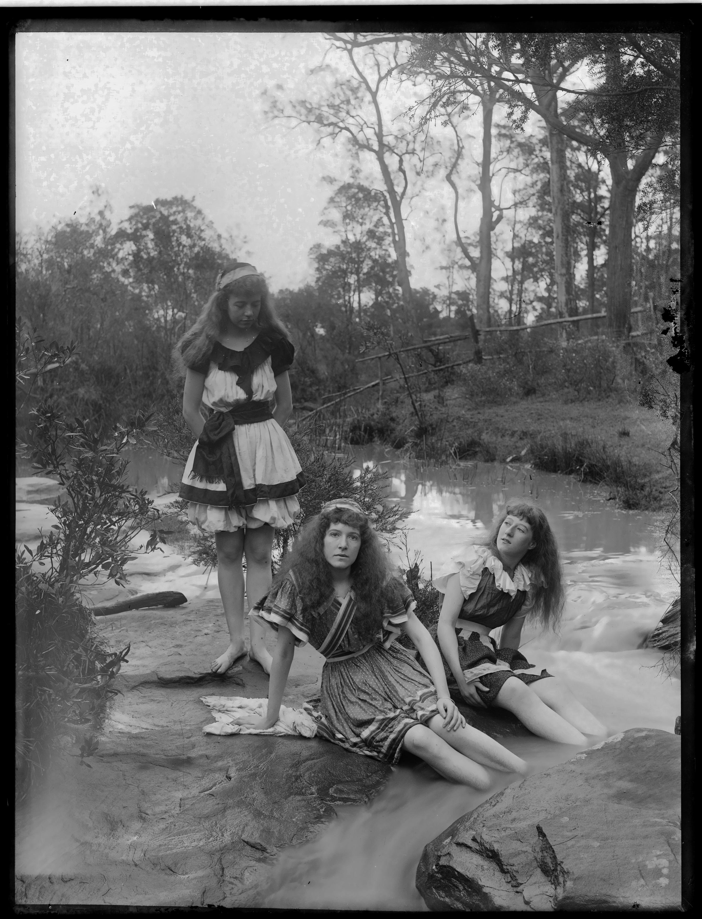 Box 17: Glass negatives including views of Burragorang, and Hawthornden, ca. 1890-1910
