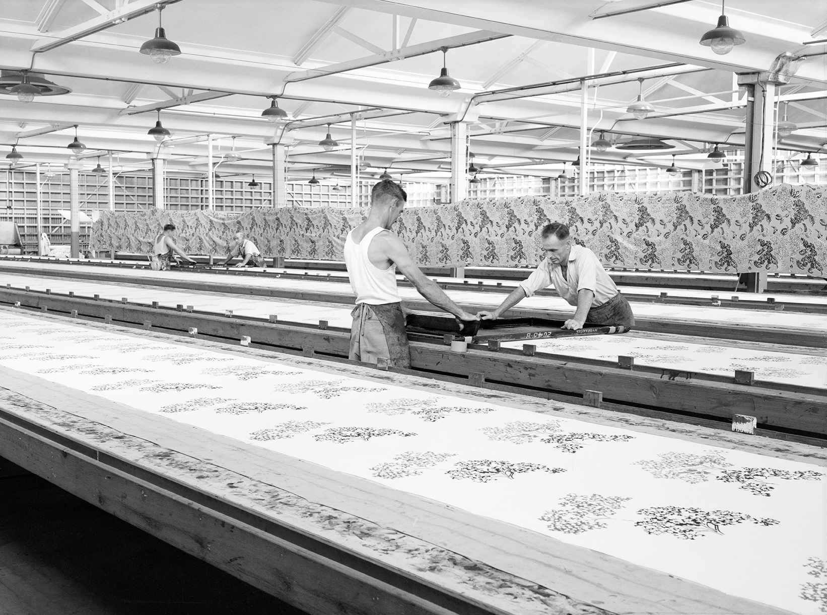Printing fabric at the factory of Impression Textiles Ltd, Penrith by Max Dupain, 1948
