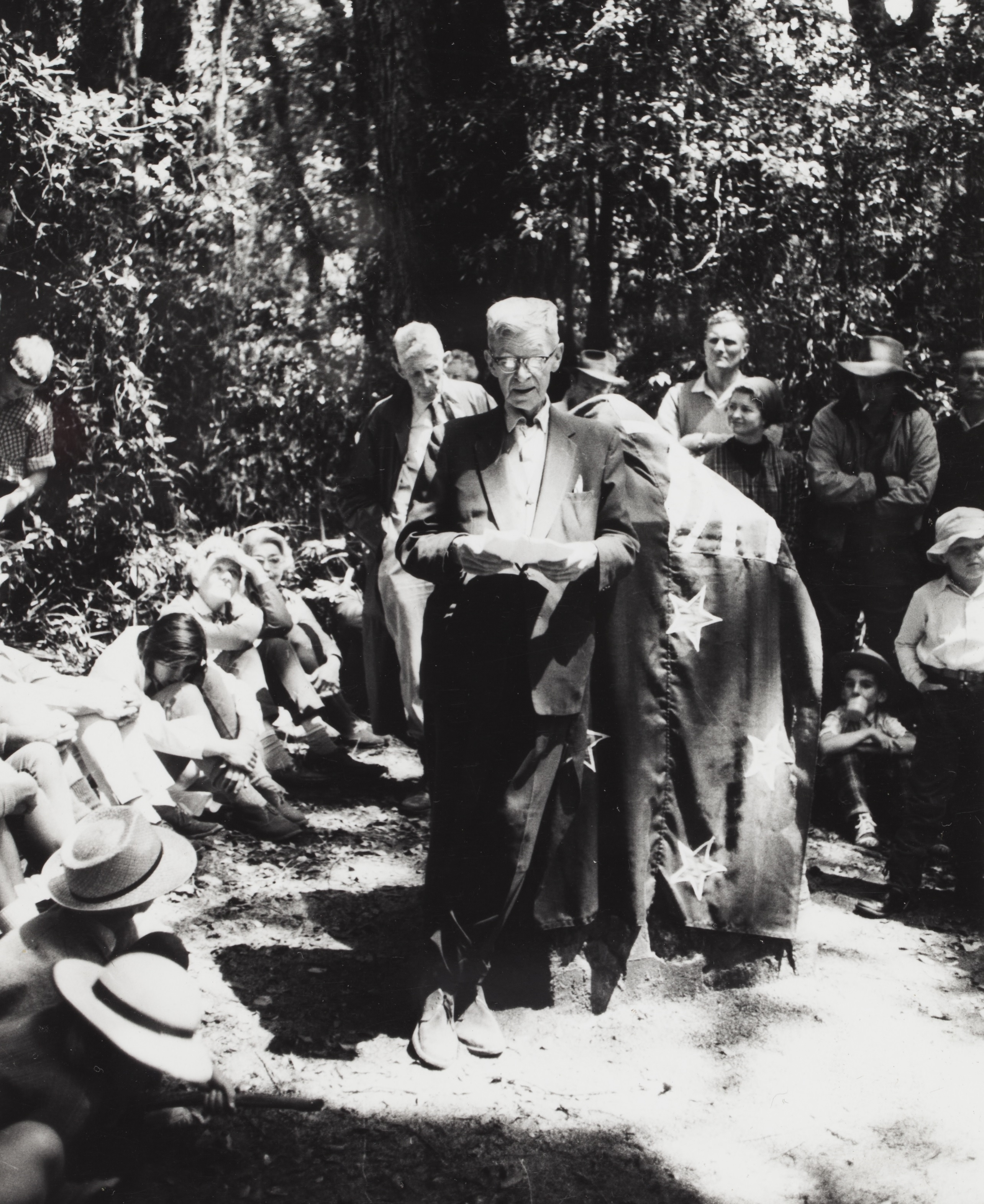 Chisholm unveiling a cairn at one of his favourite birdwatching locations: Mt Bithongabel in the Lamington National Park