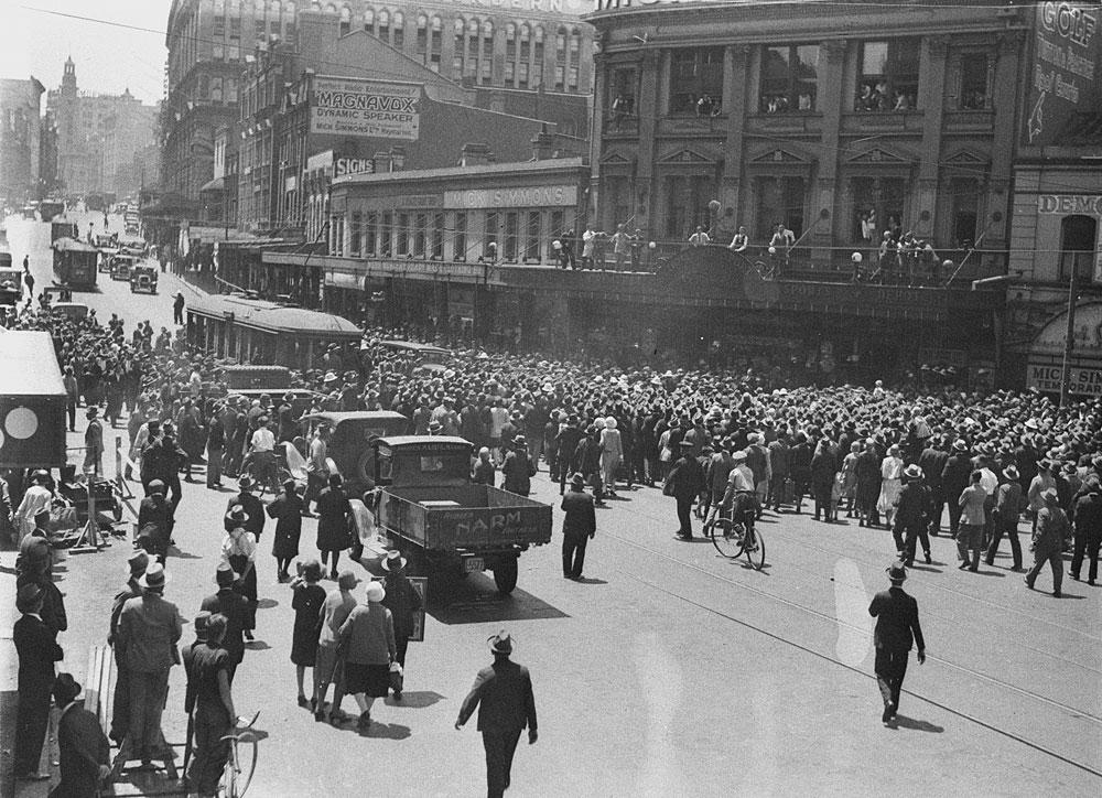 Crowd in George Street, c.1930, by Sam Hood, Glass negative, DG ON4/2581