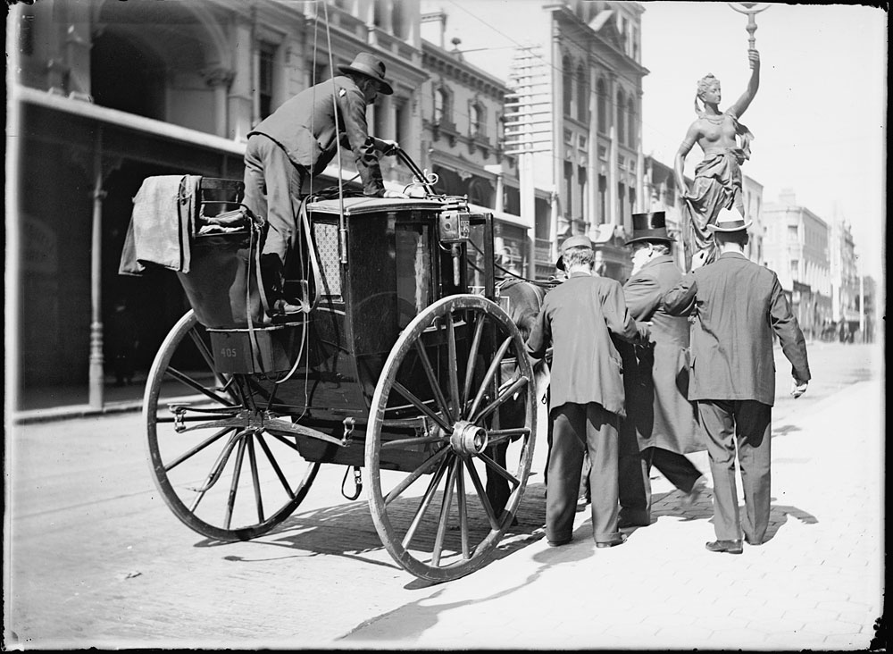 Hansom cab, c.1900, by Frederick Danvers Power, Glass negative, ON225/29