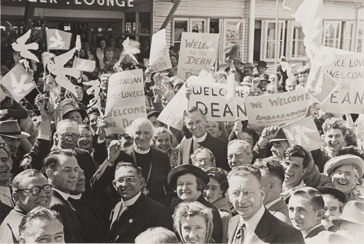 Crowd welcomes the Dean of Canterbury, Hewlett Johnson, at Sydney Airport