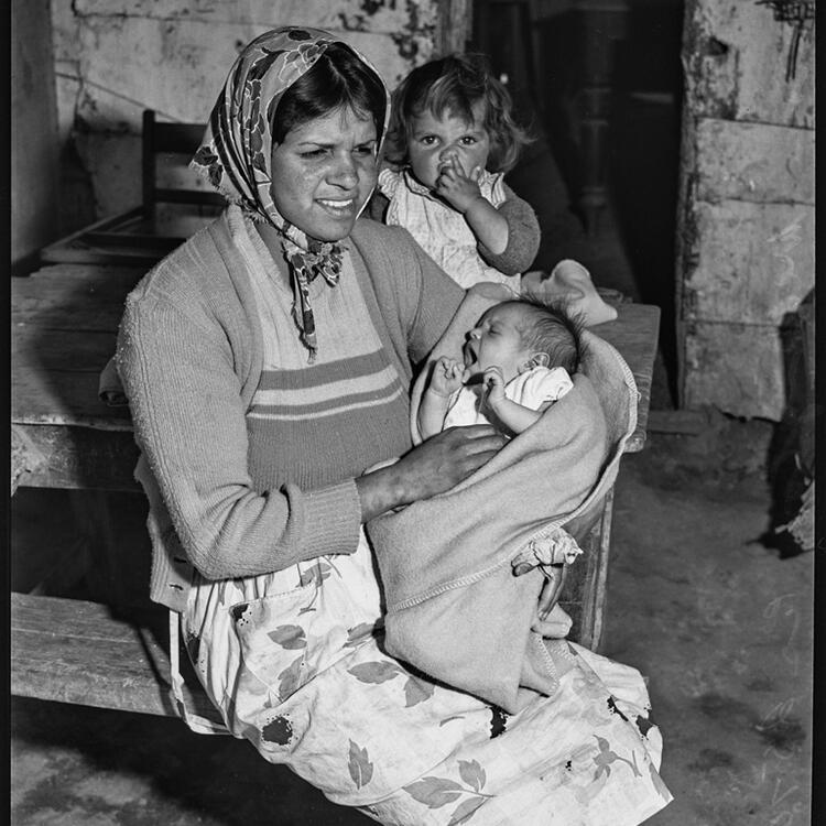 Photo: Aboriginal woman and children, Wellington Aboriginal Reserve, October 1948.