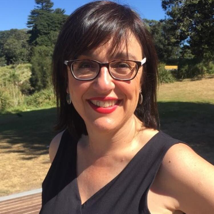 Headshot of Fiona Harari