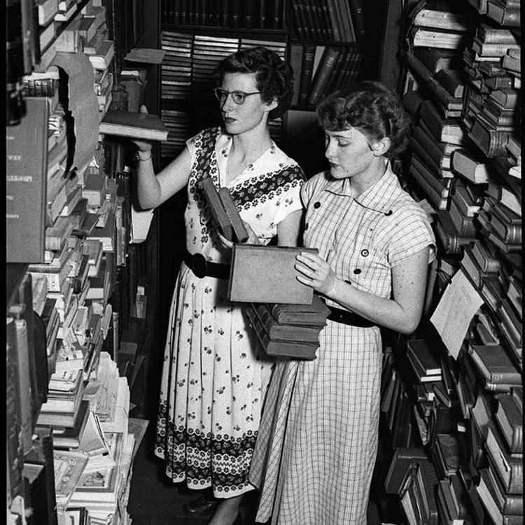 Photograph by Sam Hood - Library Confusion - Newcastle, 1952, State Library of NSW collection