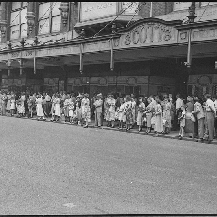 Shopping crowds, Hunter Street, 12/12/1953