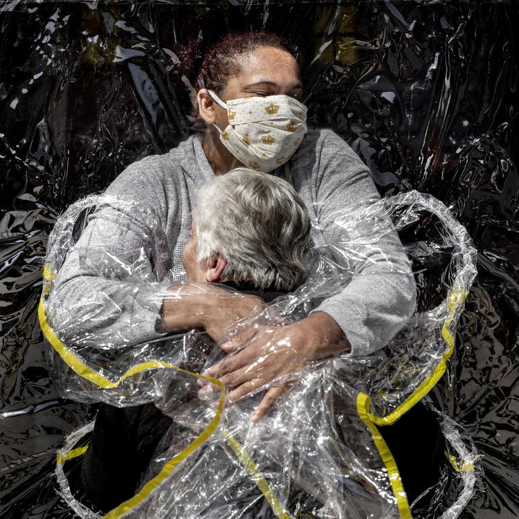 World Press Photo of the Year 2021, Mads Nissen, Politiken/Panos Pictures, The First Embrace