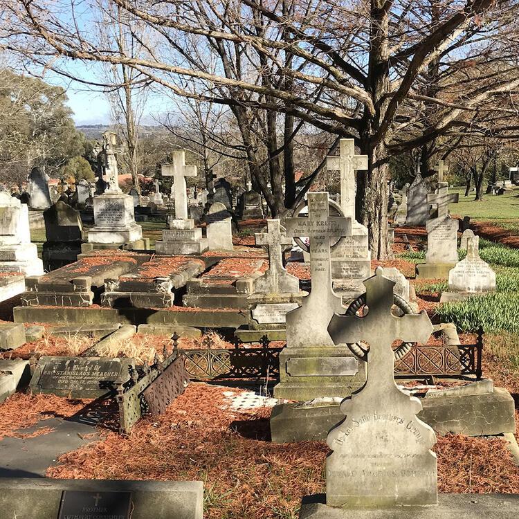 Orange Cemetery, NSW, photo by Lisa Murray