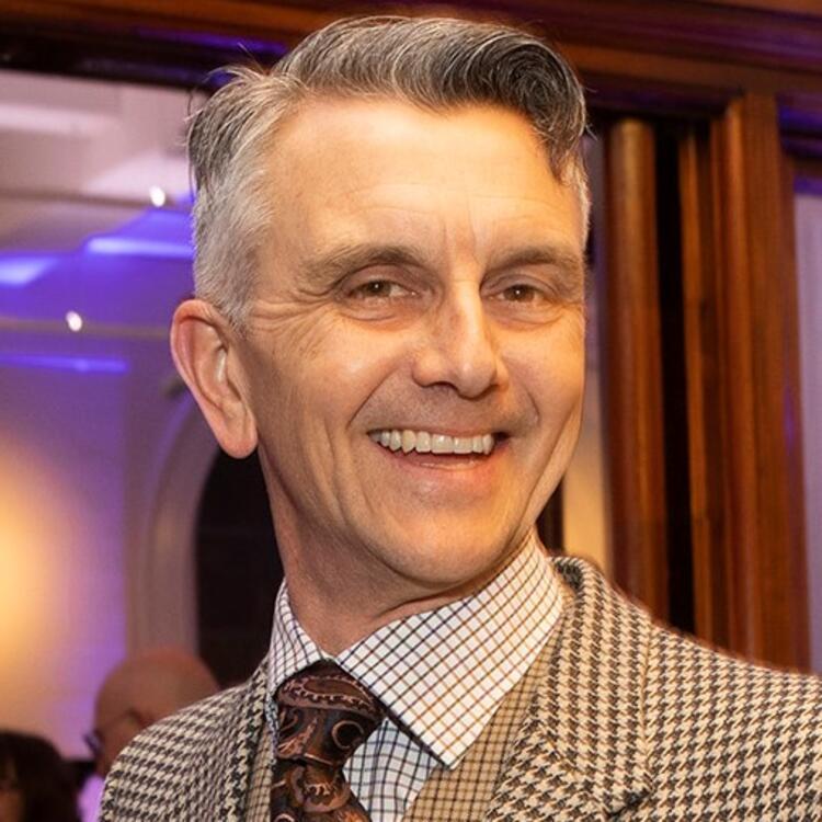 Peter Hobbins headshot