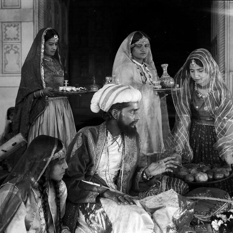 Still scene form movie Shiraz
