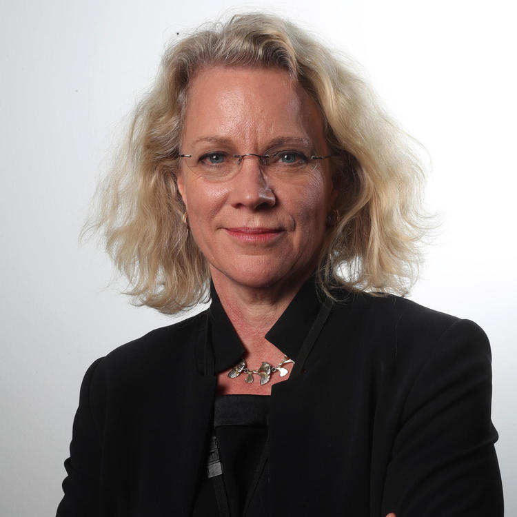Laura Tingle headshot