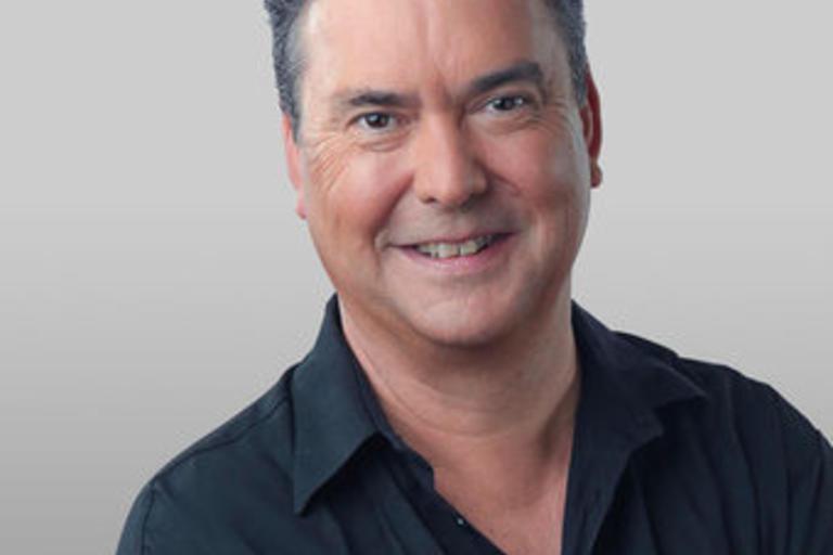 head shot of Simon Marnie